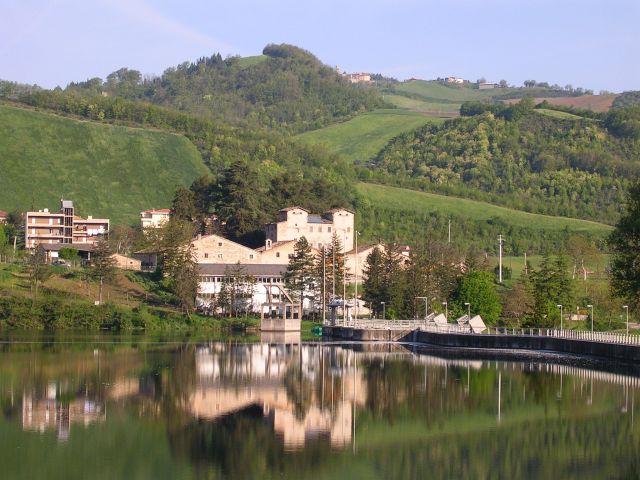 Zdjęcia: Pałac nad zalewem, Marche, Marcetale, WłOCHY