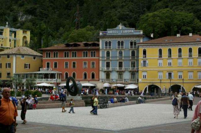 Zdjęcia: Lago di Garda, Rynek Riva del Garda, WłOCHY