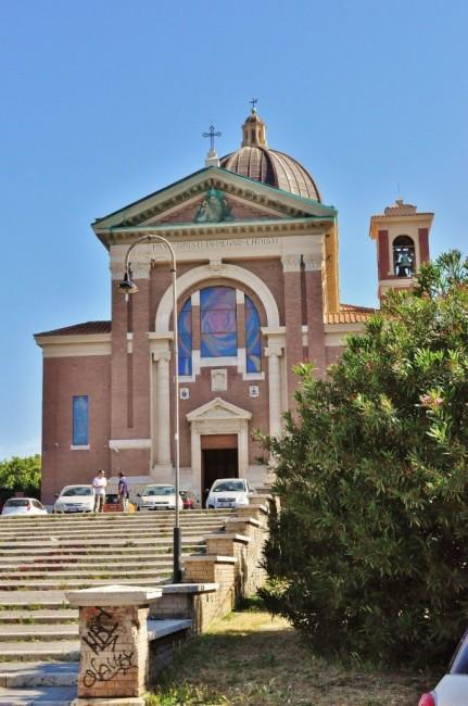 Zdjęcia: Rzym, Lazio, Ostia, kurort, kościół Pallotynów, WłOCHY