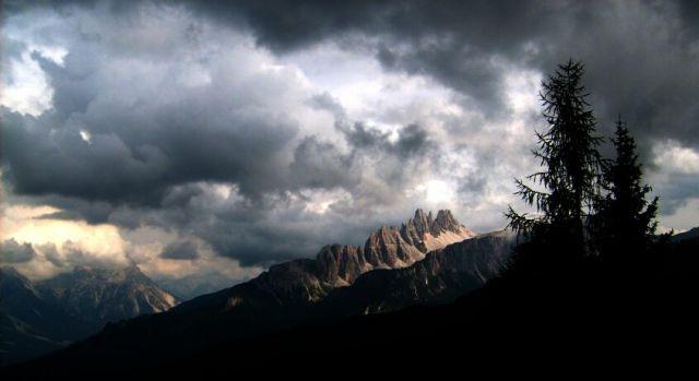 Zdjęcia: Dolomity, Walka światła z ciemnością., WłOCHY