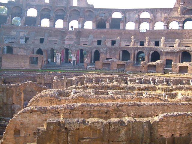 Zdjęcia: Rzym, Rzym, Rzym - Koloseum - korytarze pod areną, WłOCHY