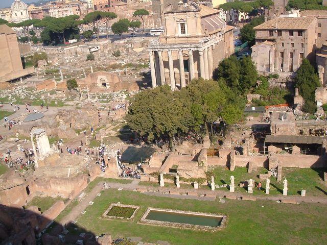 Zdj�cia: Rzym, Rzym, Rzym - widok na forum rzymskie, W�OCHY