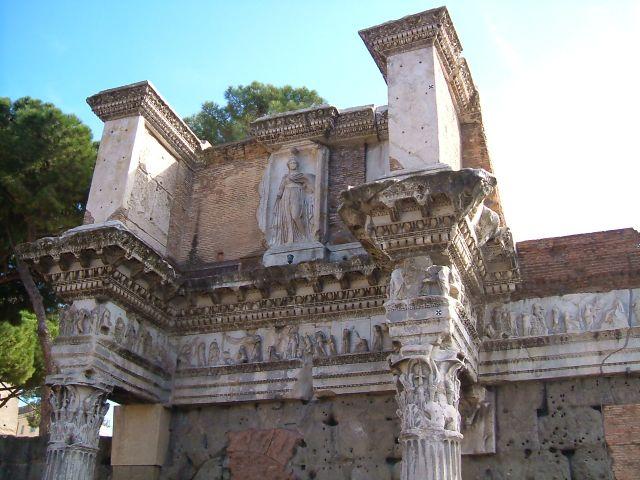 Zdjęcia: Rzym, Rzym, Rzym - kolumny Korynckie , WłOCHY