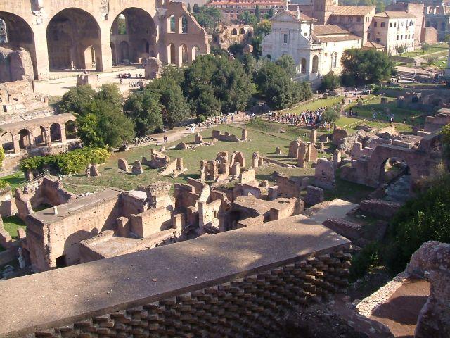 Zdjęcia: Rzym, Rzym, Widok na forum rzymskie, WłOCHY