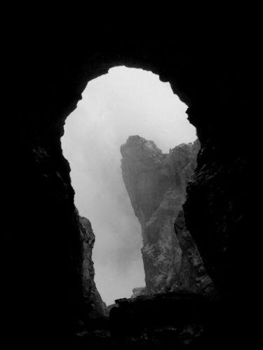 Zdjęcia: Dolomity,  Grota w masywie Tofana, Wielka dziurka od klucza, WłOCHY