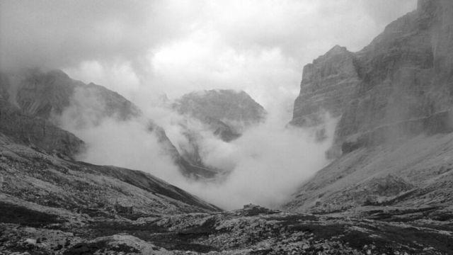 Zdj�cia: Dolomity, Mg�a w dolinie, W�OCHY