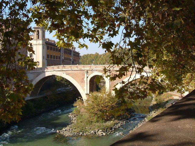 Zdjęcia: RZYM, RZYM, most na Isola Tiberina, WłOCHY