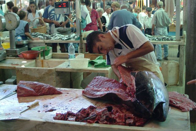 Zdjęcia: Syrakuzy rynek handlowy, Sycylia, Może kotlecika?, WłOCHY