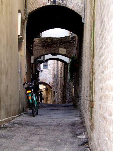 Zdj�cia: Foligno, Umbria, Uliczka, W�OCHY