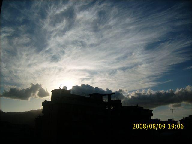 Zdjęcia: Palermo, Sycylia, CHmury rozwiewane przez cieply waitr, WłOCHY