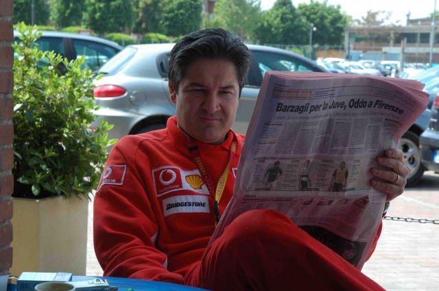 Zdj�cia: modena- w fabryce Ferrari, przerwa na kaw�, W�OCHY