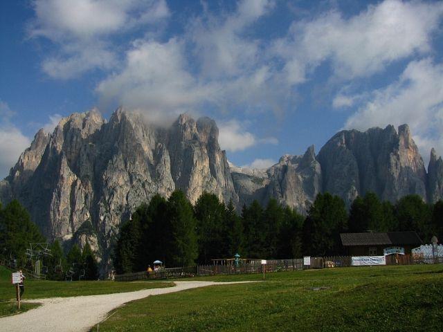 Zdjęcia: Dolomity, ., Widok ze schroniska Ciampedie, WłOCHY