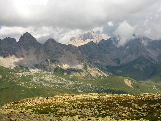 Zdjęcia: Dolomity, ., Widok z Col Margherita na przełęcz San Pelegrino, WłOCHY