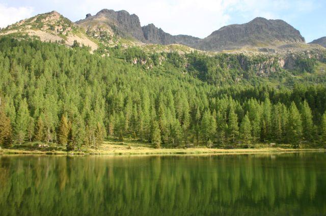 Zdjęcia: Dolomity, Dolomity, jezioro na przełeczy SAn Pelegrino, WłOCHY