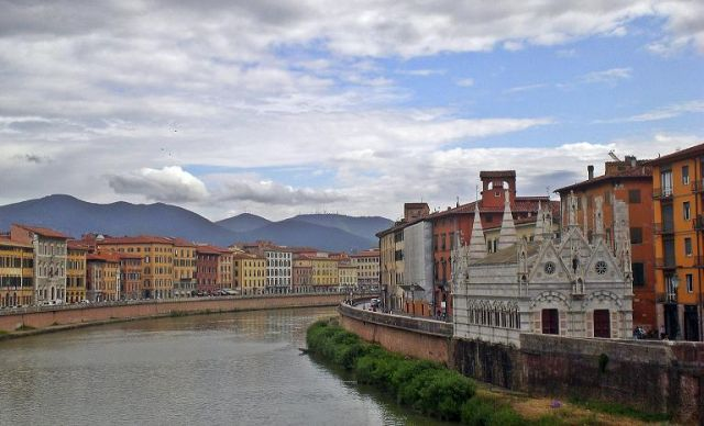 Zdjęcia: Pisa, Toskania, Widok z mostu, WłOCHY