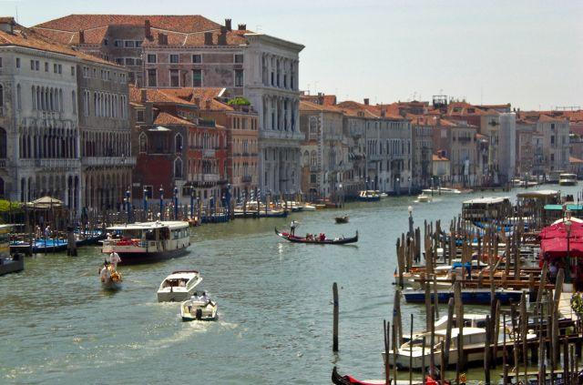 Zdjęcia: Wenecja, Venetto, Patrząc z mostu Rialto, WłOCHY