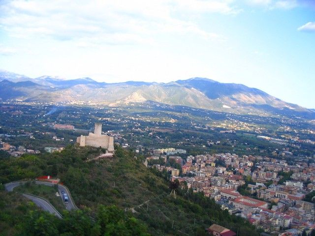 Zdjęcia: Monte Cassino, Lacjum, Monte Cassino - pamorama miasta, WłOCHY