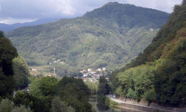 Zdjęcia: Mozzano, Toskania, Widok z Diabelskiego Mostu, WłOCHY