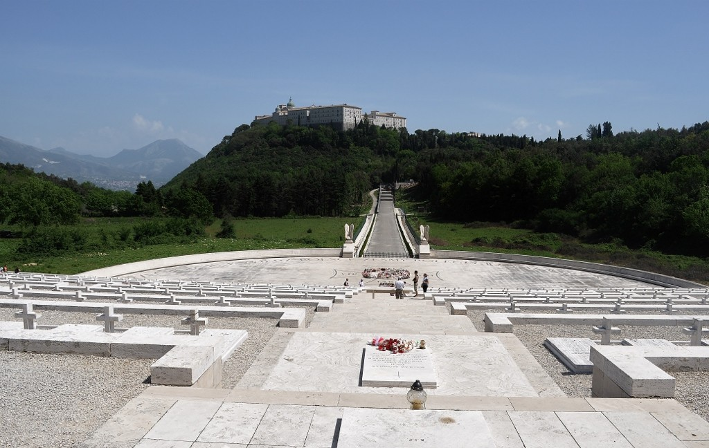 Zdjęcia: Monte Cassino, Lazio, Apeniny Środkowe, Monte Cassino, cmentarz, WłOCHY