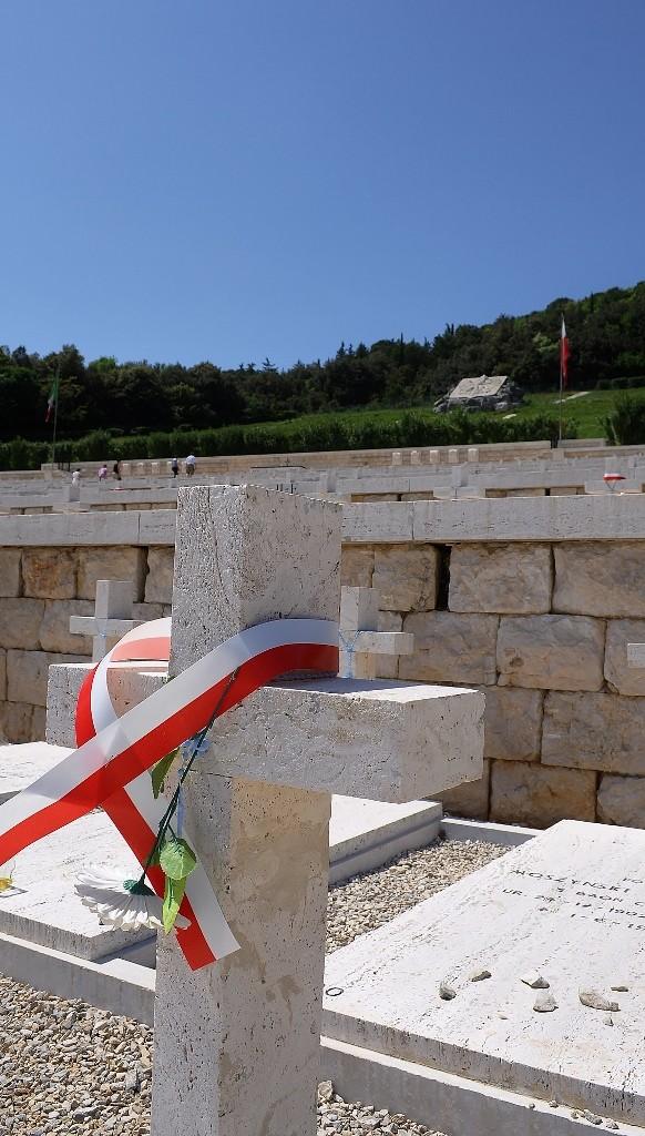 Zdjęcia: Monte Cassino, Lazio, Monte Cassino, cmentarz, WłOCHY