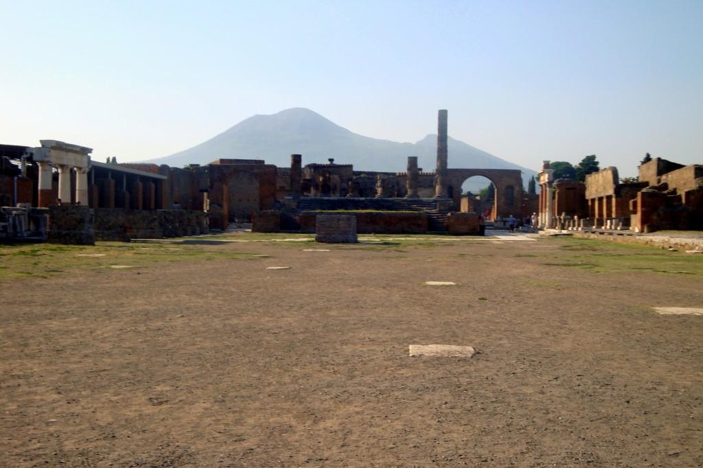 Zdjęcia: Pompeje, Europa, Wezuwiusz z pompejańskich ruin., WłOCHY