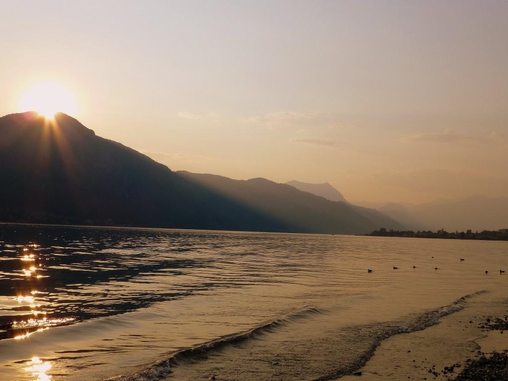 Zdjęcia: Jezioro Como, Lobmardia,  słońce zachodzi nad Jez.Como, WłOCHY