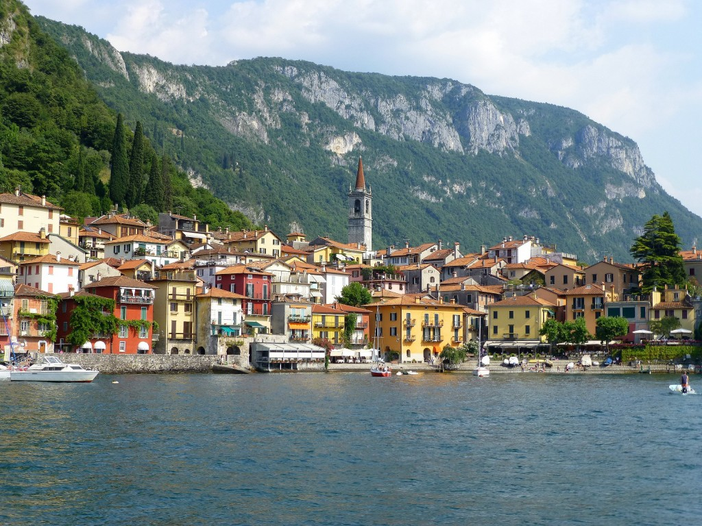 Zdjęcia: Jezioro Como, Lombardia,  widok na nabrzeże w Varennie, WłOCHY