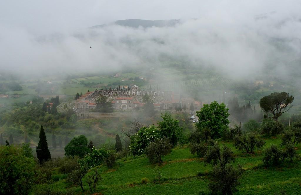 Zdjęcia: Kortona, Toskania, Cmentarz pod chmurką, WłOCHY