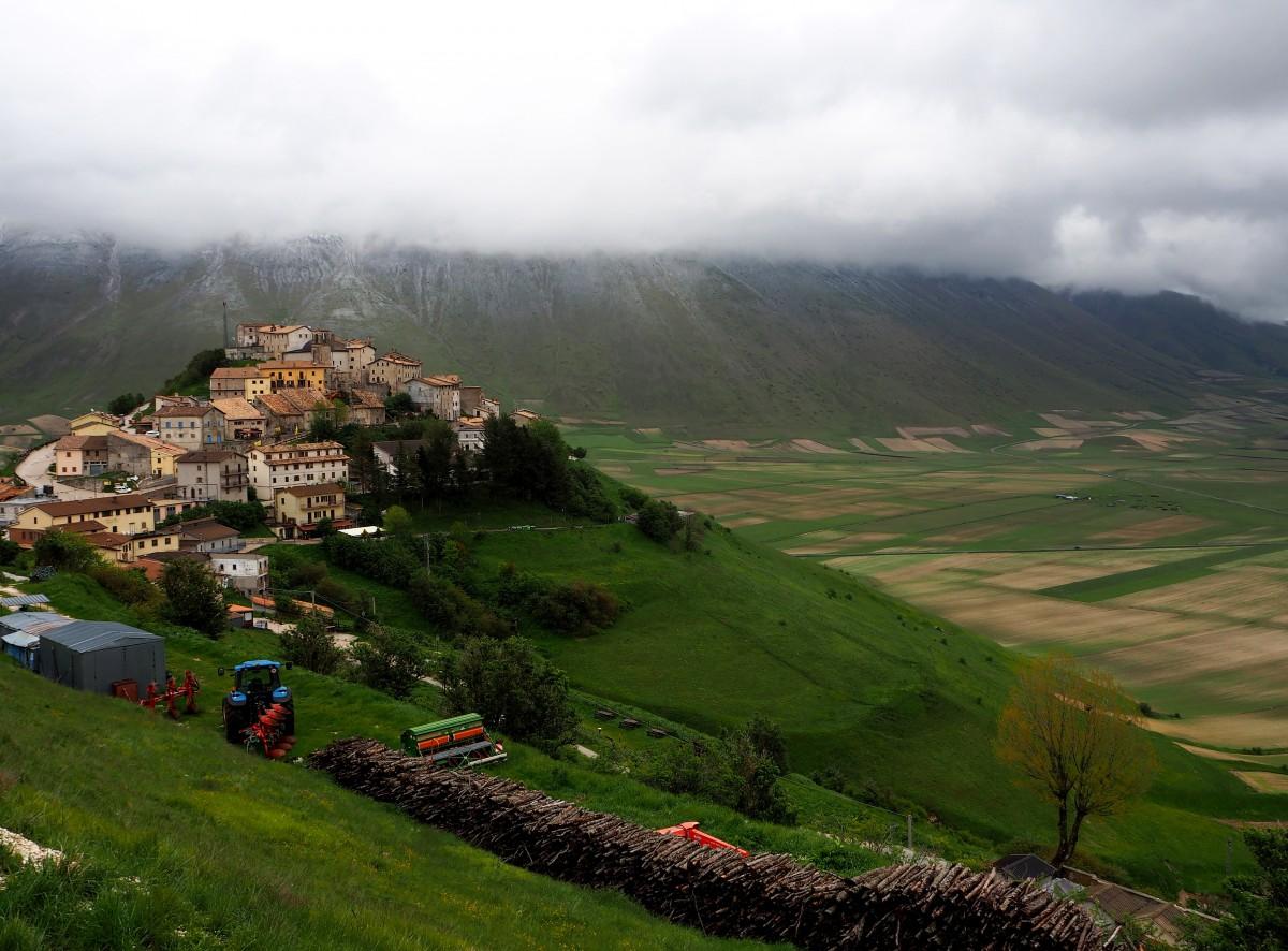 Zdjęcia: Castelluccio di Norcia, Umbria, Widok na Castelluccio, WłOCHY