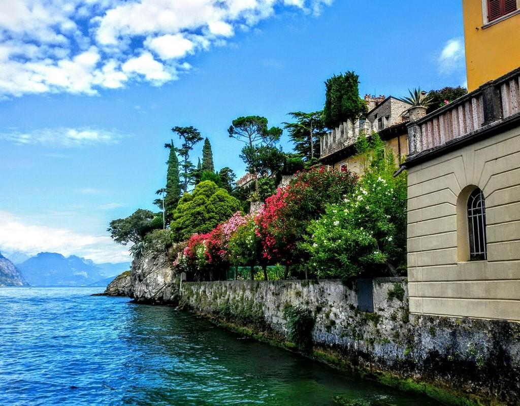 Zdjęcia: Jezioro Garda, Okolice Jeziora Garda, Widok na jezioro z tarasu., WłOCHY
