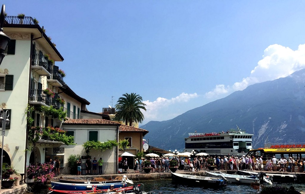 Zdjęcia: Jezioro Garda, Północne Włochy, W oczekiwaniu na rejs po jeziorze, WłOCHY
