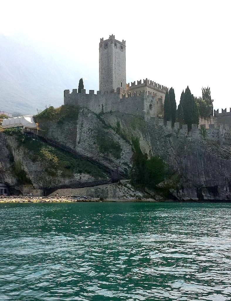 Zdjęcia: Nad jeziorem Garda, Północne Włochy, Zamek di Malcesine, WłOCHY