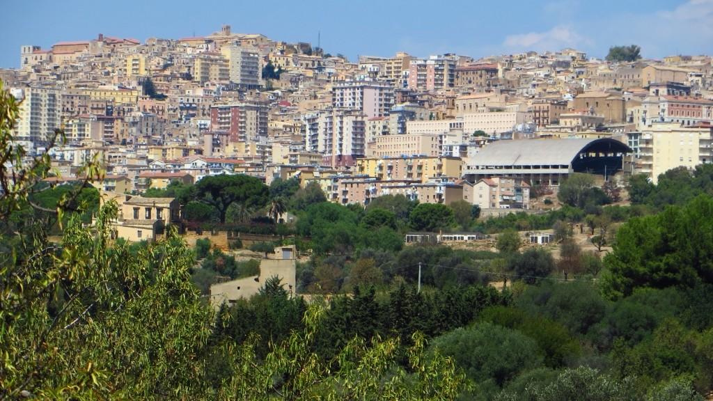 Zdjęcia: Agrygent, Sycylia, panorama Agrygentu z Doliny Świątyń, WłOCHY