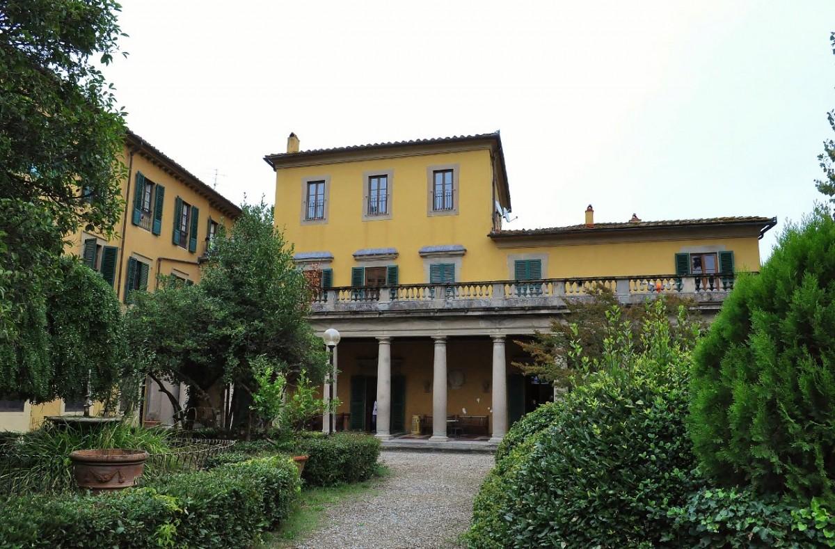 Zdjęcia: Florencja, Toskania, Florencja, jedna z dawnych eleganckich willli toskańskich., WłOCHY