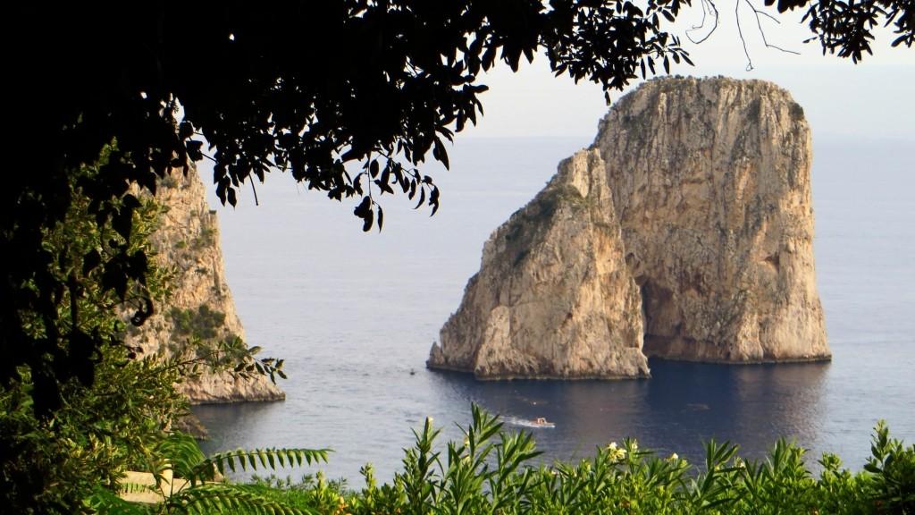 Zdjęcia: Capri, Kampania, przybrzeżna skała , WłOCHY
