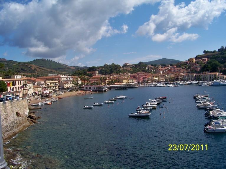 Zdjęcia: Porto Azzurro , wyspa Elba, Widok na zatoczkę Porto Azzurro, WłOCHY