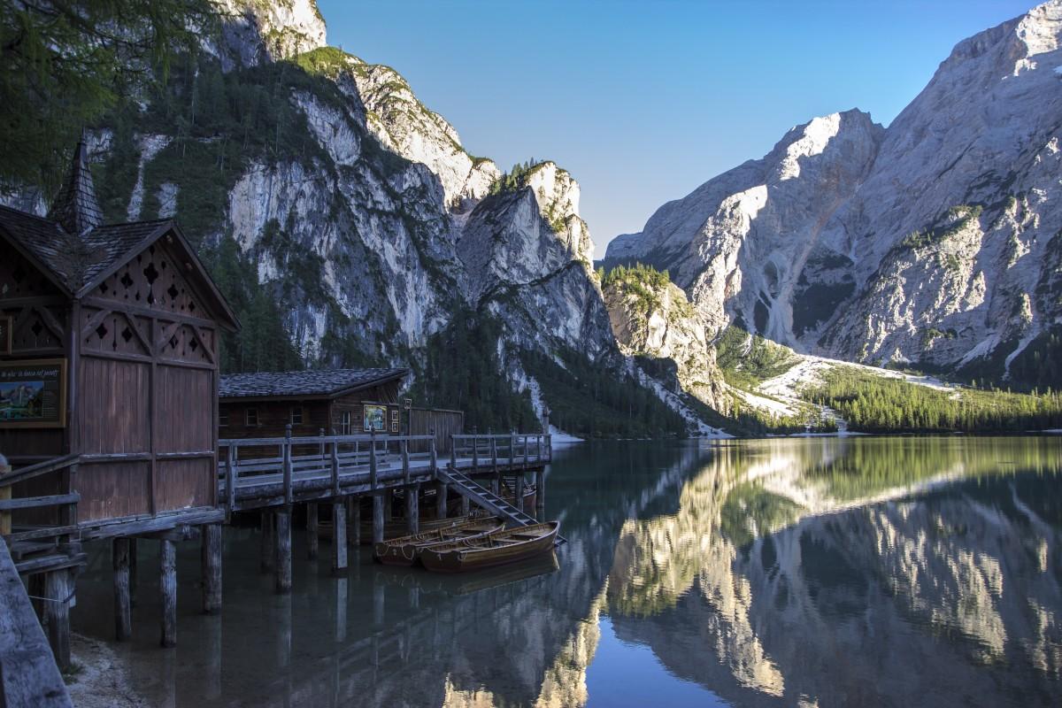 Zdjęcia: jezioro Braies, Dolomity, jezioro Braies i szczyt Croda del Becco, WłOCHY
