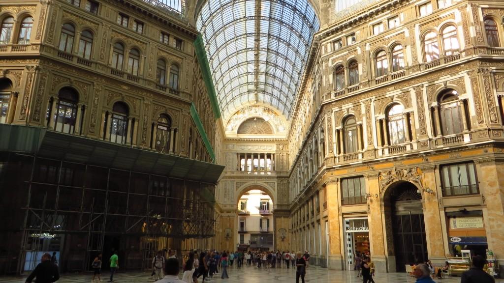 Zdjęcia: Neapol, Kampania, galeria Umberto I, WłOCHY
