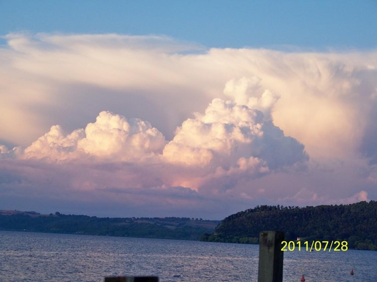 Zdjęcia: Trevignano Romano, Lacjum, Chmury nad Lago di Bracciano, WłOCHY