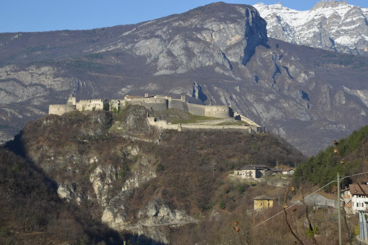 Zdjęcia: koło Lavarone, Trentino, Włoski Zamek, WłOCHY
