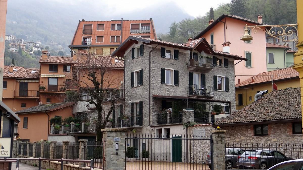 Zdjęcia: Varenna, Lombardia, Domki nad jeziorem, WłOCHY