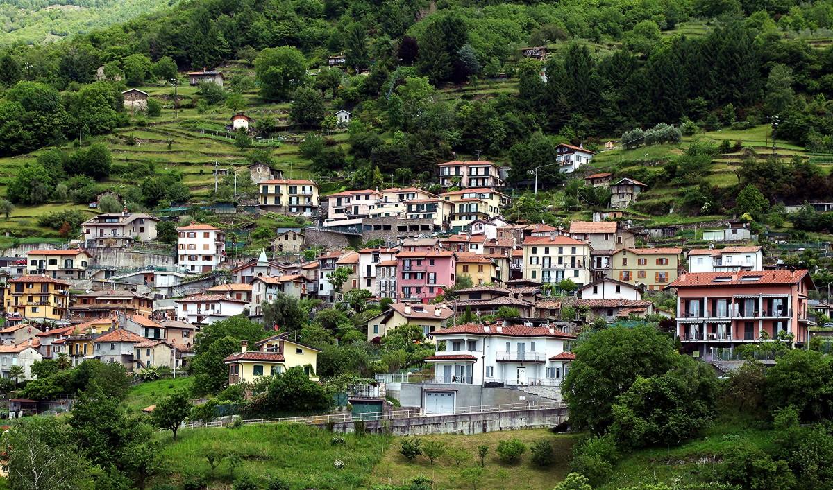 Zdjęcia: Bellano, Lombardia, Kolorowe domki, WłOCHY