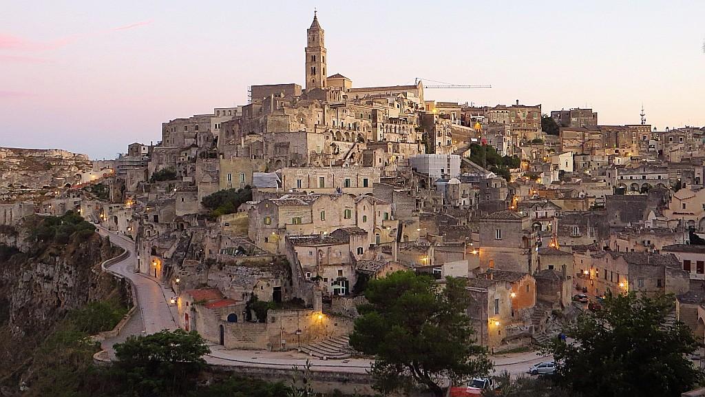 Zdjęcia: Matera, Basilicata, panorama Sasso Barisano o zmierzchu, WłOCHY