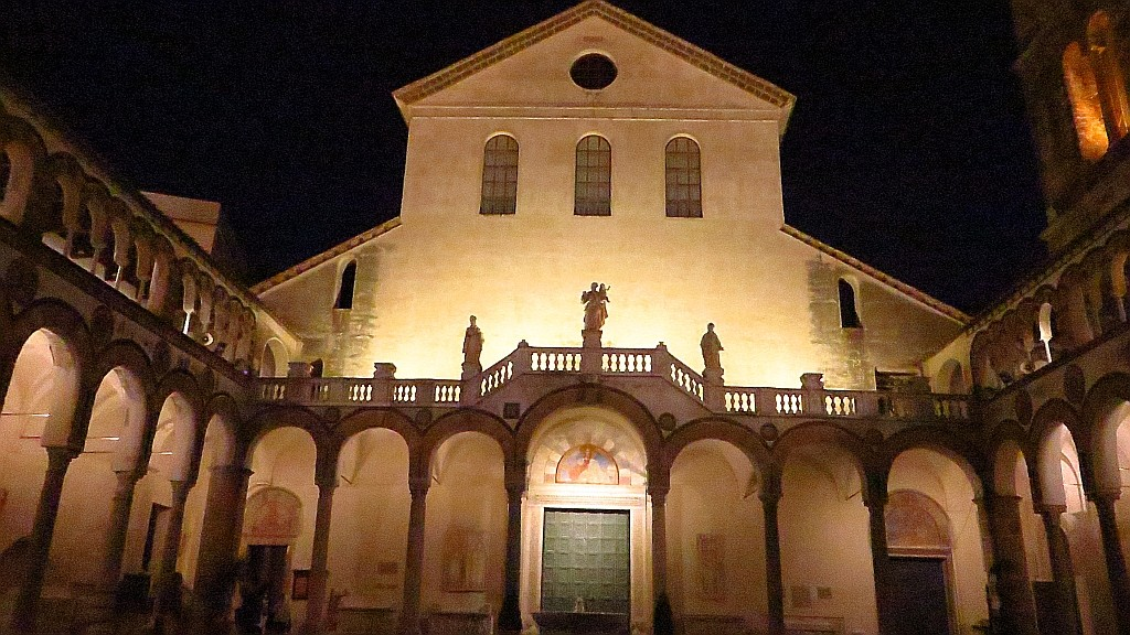Zdjęcia: Salerno, Kampania, dziedziniec katedry, WłOCHY