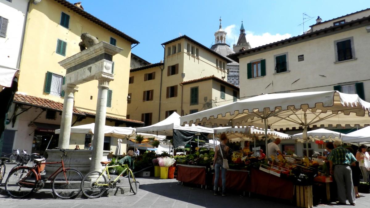 Zdjęcia: Pistoia, Toskania, Ryneczek w Pistoii, WłOCHY