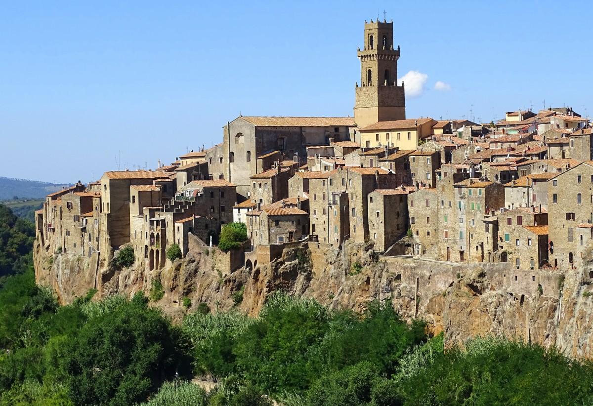 Zdjęcia: Pitigliano, Toskania-prowincja Grosseto, Domy wyrastają ze skały, WłOCHY