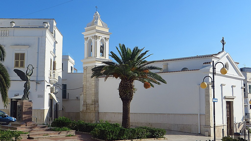 Zdjęcia: Vieste, Apulia, kościółek w centrum miasta, WłOCHY