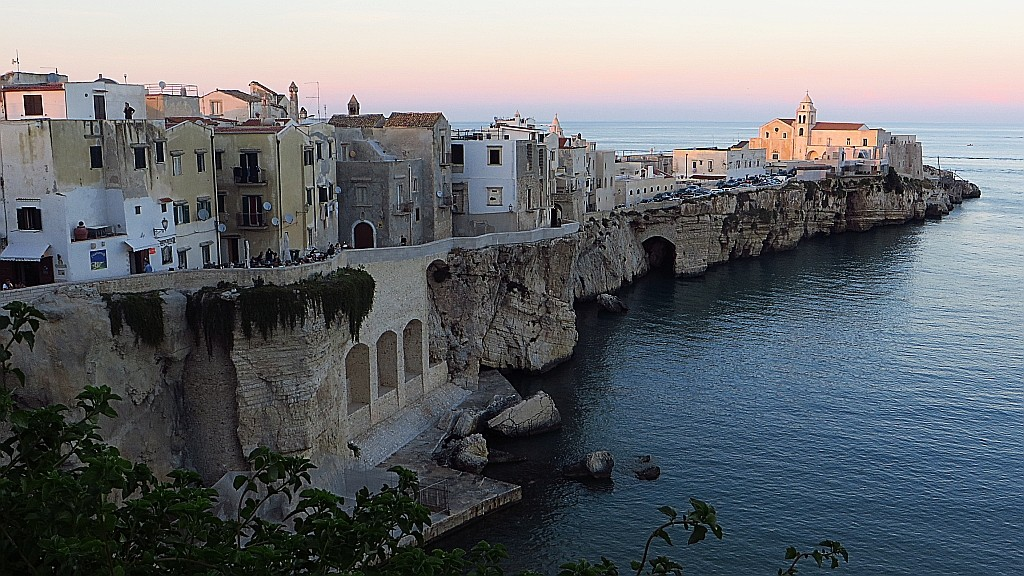 Zdjęcia: Vieste, Apulia, Viesta miasto na klifie, WłOCHY