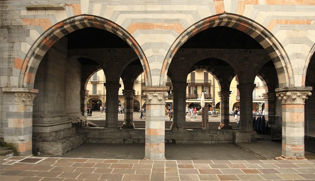 Zdjęcia: Como , Lombardia, Podcienia, WłOCHY