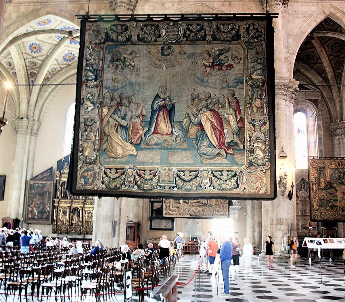 Zdjęcia: Katedra pw. Wniebowzięcia Najświętszej Maryi Panny, Como , Piękne wnętrza, WłOCHY